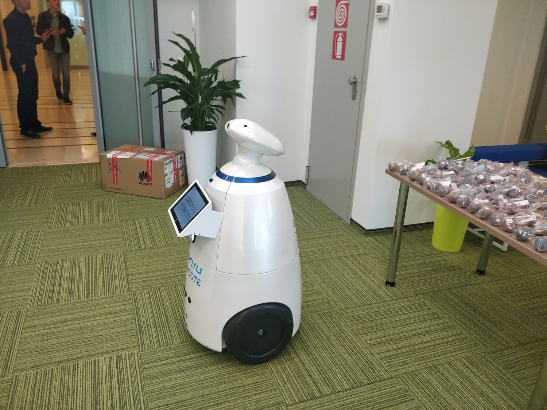 Выставка «Всероссийский день поля». Робот rbot 100 Федор (Федя) –аренда робота, как маркетинговый ход привлечения внимания