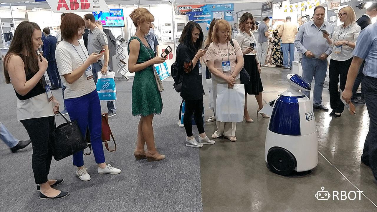 Робот-промоутер (робот rbot в СПБ)